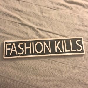FASHION KILLS sign